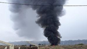 Homem morre em incêndio em parque de campismo na Costa da Caparica