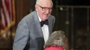 Antigo juiz do Supremo Tribunal dos EUA morre aos 99 anos