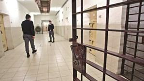 Ministra da Justiça descarta novo regime excecional de libertação de reclusos
