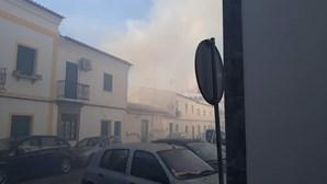 Incêndio em habitação provoca dois feridos e cinco desalojados em Moura