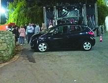 Carro atropelou três pessoas durante a festa em honra de Nossa Senhora da Esperança, ontem de madrugada