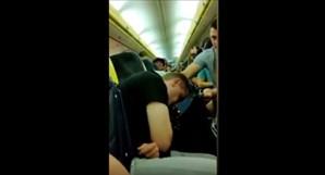 Grupo de 70 turistas vomita e causa estragos durante voo da Ryanair