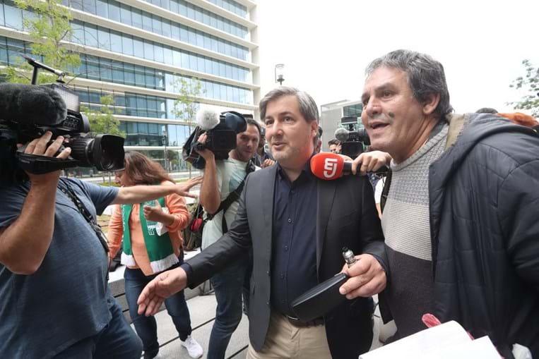 Bruno de Carvalho aplaudido na chegada ao tribunal