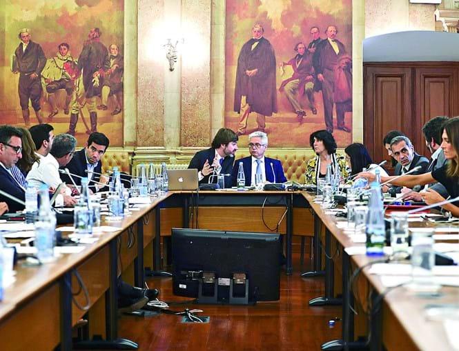 Deputados discutiram ontem e aprovaram as conclusões da comissão de inquérito. Trabalhos foram consensuais