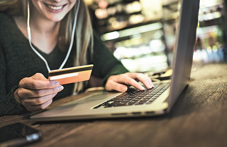 Fazer compras pela internet é cada vez mais usual, mas obriga a alguns cuidados