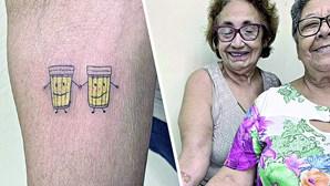 Idosas festejam 30 anos de amizade com tatuagem