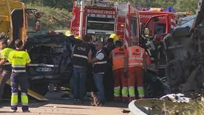 Dois homens morrem em colisão na A1 em Ovar. Pais e filho de dois anos entre os feridos