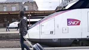 Homem oferece-se para pagar multa de comboio a jovem em troca de favores sexuais