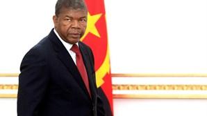 """Centenas protestam em Luanda contra desemprego e """"marimbondo"""" João Lourenço"""