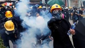 Chefe do Governo de Hong Kong diz que manifestações vão levar território ao abismo