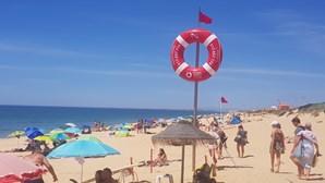 Praia de Faro interdita a banhos devido a bactéria