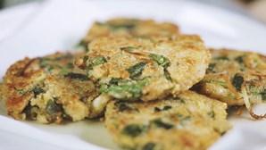 Snacks saudáveis: experimente fazer estes bolinhos crocantes de quinoa