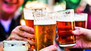 Homem com condição rara produz cerveja nos intestinos