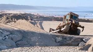 Reposição de areia encerra praias na Costa da Caparica