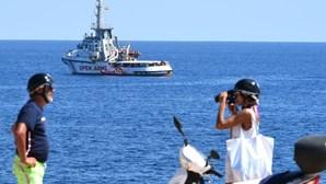 """Procuradoria italiana ordena apreensão do navio """"Open Arms"""" e o desembarque de migrantes em Lampedusa"""