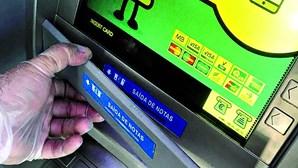 Dupla suspeita de clonar cartões multibanco apanhada em Lisboa