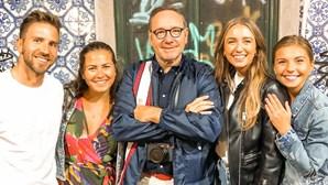 Kevin Spacey esteve em Lisboa. Ator jantou no Cais do Sodré, subiu ao Bairro Alto e dançou no Lux