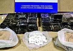Pai e filho presos com 25 quilos de droga em Angra do Heroísmo