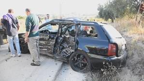 Menor sem carta ao volante de um Audi choca contra carrinha e foge