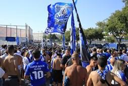 Adeptos do FC Porto chegam ao Estádio da Luz