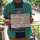 Turistas mendigam nas ruas para continuar férias