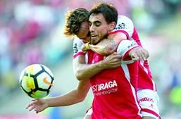 André Horta abraça o irmão Ricardo na celebração de mais um golo