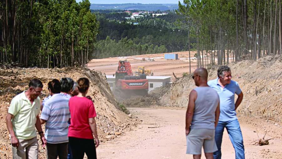 Providência cautelar não travou continuação da obra, num antigo eucaliptal, a 500 metros de Picheleiro