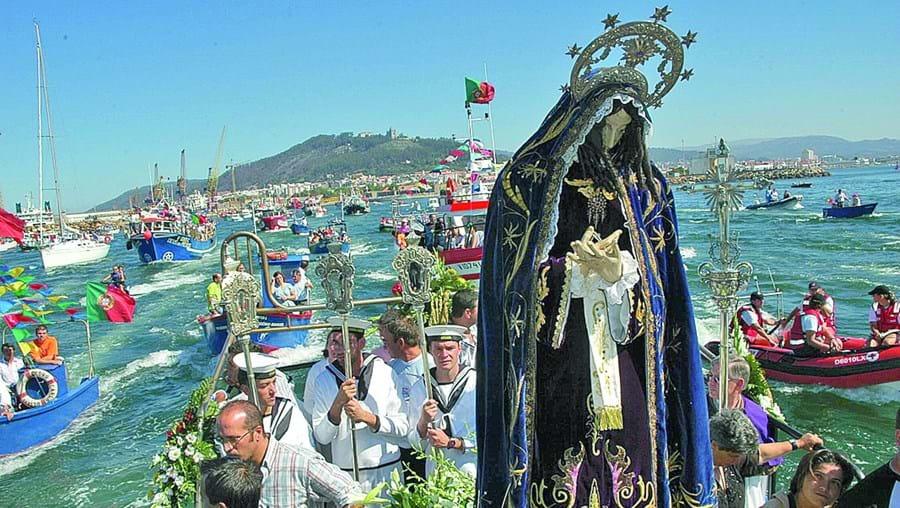 Procissão marítima da festa da Senhora d'Agonia integra várias embarcações que foram replicadas com legos