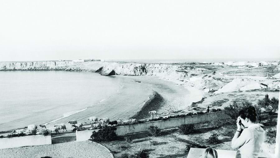 Praia algarvia em meados do século passado