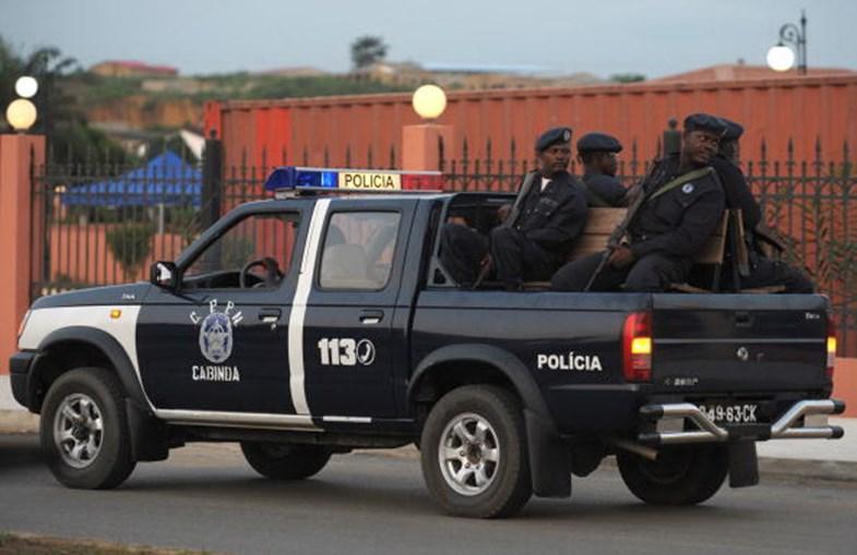 Polícia angolana