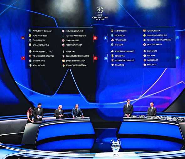 O sorteio da fase de grupos da Liga dos Campeões decorreu no Mónaco, teve apresentação do português Pedro Pinto e participação dos ex-jogadores Hamit Altintop, Wesley Sneijder e Petr Cech