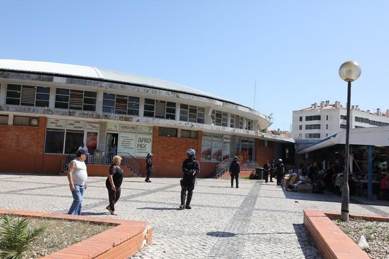 Operação policial no Mercado de Benfica