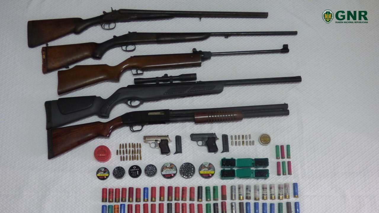 Resultado de imagem para GNR apreende armas em Coimbra a homem acusado de violência doméstica