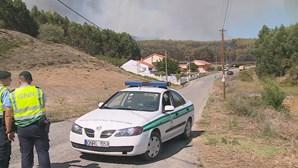 Dois bombeiros feridos durante combate a incêndio em Sobral de Monte Agraço