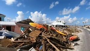 Vítima de furacão Dorian encontra pertences da mulher levada pela força da tempestade