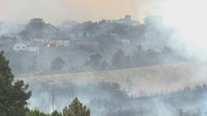 Dominado incêndio em Valpaços. Fogo destruiu três casas