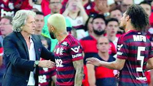 """""""Até fiquei arrepiado"""": Jorge Jesus sobre a ovação no Maracanã"""