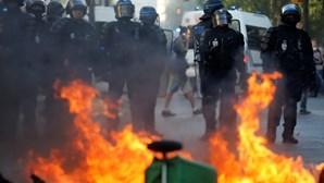 Mais de 130 detidos em Paris. Radicais de extrema-esquerda infiltram-se em marcha pelo clima