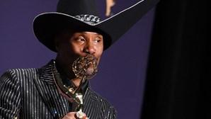 Billy Porter faz história como primeiro gay afro-americano a vencer Emmy de Melhor Ator