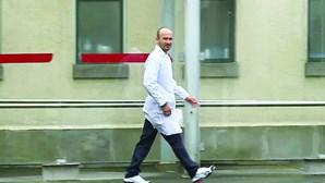 Ordem expulsa médico condenado por violar cinco doentes nos Açores