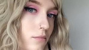 Mulher transsexual surpreende tarado com foto do próprio pénis após ser importunada