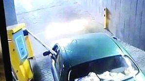 Condutor destrói cancela de parque de estacionamento