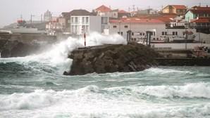 Ilhas dos Açores sob aviso amarelo devido a chuva forte e trovoada