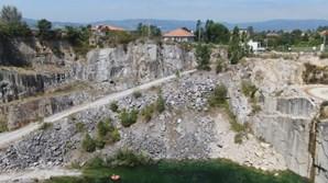 Buraco gigante e casas à beira de precipícios dez meses após tragédia na pedreira de Borba