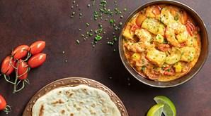 Os perfumes e aromas das especiarias do caril levam-no rumo à Índia