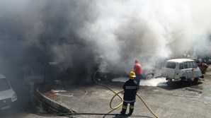 Incêndio em oficina de Tomar destrói vários carros