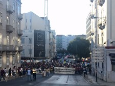 Extinction Rebellion Portugal em protesto em frente ao Banco de Portugal