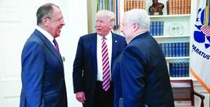 Donald Trump com o MNE russo Sergei Lavrov e o embaixador Sergei Kislyak
