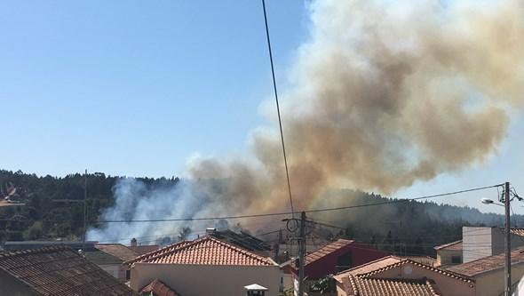 Imagens mostram incêndio em Toledo, Lourinhã