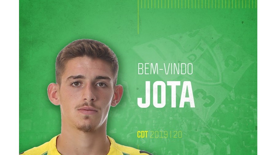 Tondela assina contrato profissional com defesa Jota